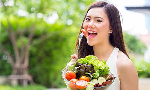 memilih makanan yang bernutrisi akan mengembalikan kesehatan kulit wajah